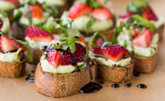 whipped-basil-ricotta-and-strawberry-crostini